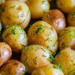 Cartofi noi cu unt si marar la cuptor Jamie Oliver, Easter Eggs, Food Photography, Unt, Potatoes, Baking, Vegetables, Recipes, Potato