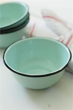 Enamelware Bowl Set in Robin