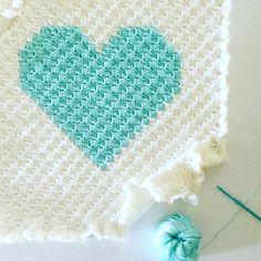 Crochet Baby Blanket Corner to Corner Crochet Heart - Free Pattern - Corner to Corner Crochet HeartThis crochet pattern / tutorial is available for free. Full post: Corner to Corner Crochet Heart Crochet Afgans, C2c Crochet, Tapestry Crochet, Crochet Bunny, Crochet Squares, Love Crochet, Crochet Crafts, Crochet Stitches, Crochet Projects