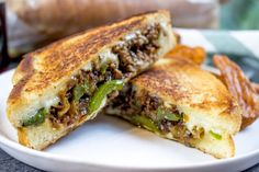 Philly Cheese Steak Sloppy Joes Dinner then Dessert Philly Cheese Steak Sloppy Joes Dinner then Dessert Alexandra Strizak alexandrastriza TASTY Ground Philly Cheesesteak Grilled Cheese made with nbsp hellip Cheese provolone Grilled Cheese Recipes, Meat Recipes, Cooking Recipes, Diced Beef Recipes, Griddle Recipes, Grilled Cheeses, Atkins Recipes, Sandwich Recipes, Copycat Recipes