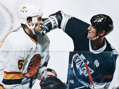One of my favorite shots of Gretzky. Yes, he did fight, here's photo proof. Hockey Pictures, Hockey Training, Russian Men, Wayne Gretzky, Photo Proof, St Louis Blues, Los Angeles Kings, Vancouver Canucks, Sports Figures