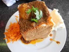 The Bunny Chow! An all time favourite meal with roots in Durban. Paul and Queenie's World: Delicious Bunny Chow in Durban, (South Africa) Cafe India Spicy Recipes, Curry Recipes, Indian Food Recipes, Beef Recipes, Cooking Recipes, Savoury Recipes, Chicken Recipes, Mutton Curry Recipe, Kitchens