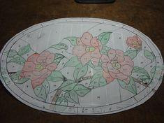 Oさんの椿の型紙です。Aさんから大型行灯の型紙をいただいて、手持ちの鉄製台に合うよう楕円に作り直されました。花の位置も見事にはまりましたね~椿は深紅、バッ...