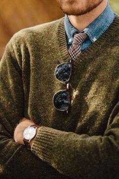 olive v-neck sweater, denim shirt and ray ban sunnies - Classical menswear - Kleidung Gentleman Mode, Gentleman Style, Vintage Gentleman, Look Fashion, Winter Fashion, Mens Fashion, Fashion Menswear, Fashion Styles, Street Fashion