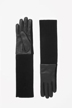 A long style made from soft ribbed wool, these gloves have leather panels on the hands for a modern contrast of textures.