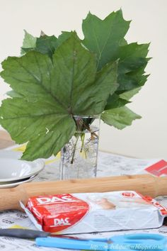 Air dry clay is a fantastic medium to craft with. Leaf shaped bowls are a favourite of mine, so let me show you how easy…