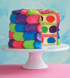 Isn't this Polka Dot Cake completely adorable??  Step-by-step photo tutorial on how to make it (fairly easy!)  I can't wait to make one!