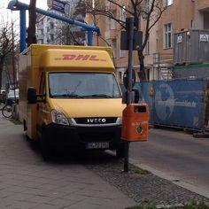 Warum muss ich als #Fußgänger meine 2 m Restfläche ständig mit Berufsfalschparkern teilen? #Flächengerechtigkeit #dhl