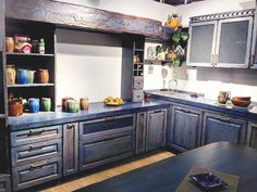 Ученые доказали, что море делает нас счастливыми, а синий цвет дарит ощущение покоя. А когда цвет моря входит в наш дом да еще в таком оригинальном исполнении, то наступает полная гармония!  #мебель #мебельпарк #mebelpark #тцмебельпарк #румянцево #дизайн #лето #море #кухня #семья #дом #design #sea #family