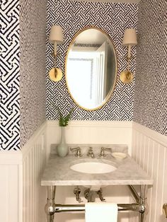 Classic Casual Home in 8 Timeless decorating TRENDS that I'm loving right now. Wallpaper in a small space like a powder room. Bathroom Wallpaper Geometric, Bathroom Wallpaper Trends, Powder Room Wallpaper, Bedroom Wallpaper, Wallpaper Ideas, Powder Room Decor, Powder Room Design, Powder Room Lighting, Hallway Lighting