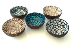 Coconut Mosaic Bowls from Fiji. Mosaic Crafts, Mosaic Projects, Mosaic Art, Mosaic Glass, Coconut Shell Crafts, Coconut Flower, Diy And Crafts, Arts And Crafts, Coconut Bowl