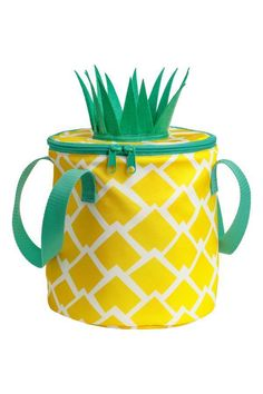 So cute and fun for beach days or hanging by the pool H & M - Patterned Cooler Bag - Yellow/pineapple - H & m Home Mosaic Diy, Mosaic Crafts, Porch Wall Decor, Glacier, Luau Party, Simple Weddings, Beach Themes, Make It Yourself, Yellow