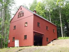 Country Carpenters upholds the traditional Post and Beam construction of New England Style Barns, Garden sheds and Country Style Carriage Houses. Loft Boards, Bank Barn, Roof Sheathing, Barn Kits, Pole Buildings, Barn Living, Country Barns, New England Style, Loft House