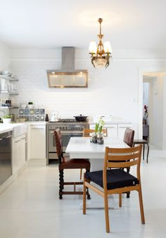 Photographer, Elisabeth Hudson's Ex-Home Tour Norwegian House, Norwegian Style, Nordic Interior, Interior Design, Kitchen Dining, Dining Table, Cosy Corner, House 2, Cottage Style