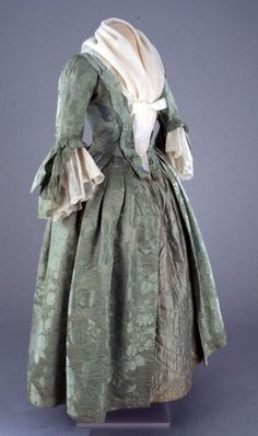 Robe a l'anglaise, 1760-70  From Colonial Williamsburg