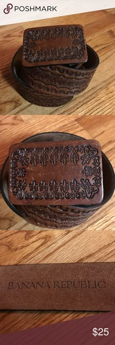 Banana republic embossed leather belt Banana republic embossed Brown leather belt super boho chic size medium. Buckle is interchangeable can be snapped off Banana Republic Accessories Belts