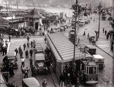 Karaköy köprü çıkışı 1930'lu yıllar... İSTANBUL