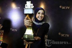 LAUDYA CHINTYA BELLA - Pemain film Laudya Chintya Bella saat menerima penghargaan pada acara Indonesia Movie Actors Awards di Studio 6 Emtek, Daan Mogot, Jakarta Barat, Kamis (17/3/2016). Laudya Chintya Bella terpilih menjadi pemeran utama wanita terbaik dalam film Surga Yang Tak Dirindukan. TRIBUNNEWS/JEPRIMA