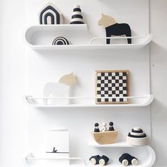 Spotted some beautiful monochrome shelves showing some of our #grimmsclassic toys now available in black and white ... ⚫️⚪️ Thank you @molly_meg_ for this lovely pic ! We love to combine this cool and modern line with our classical Rainbow coloured program !!!!! #grimmsblackandwhite #monochrometoys #grimms #grimmswoodentoys #woodentoys #sustainabletoys #ecotoys #openendedplay #openendedtoys #grimmsnewproducts2016