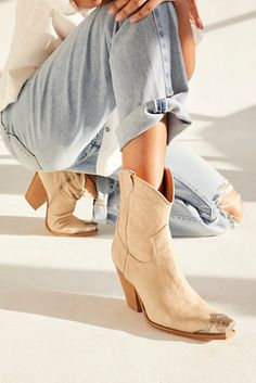 Calf Boots, Shoe Boots, Women's Boots, Curve Tops, Western Boots, Cowgirl Boots, Leather Design, Autumn Winter Fashion, Sneakers Fashion