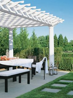 outdoor dining at the Hamptons