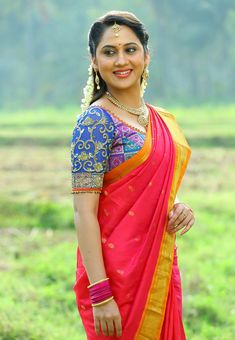 Mia George Cute Saree Stills At Unga Rambabu Indian Photoshoot, Bridal Photoshoot, Saree Photoshoot, South Indian Actress, Beautiful Indian Actress, Indian Beauty Saree, Indian Sarees, Mumbai, Make Up Videos
