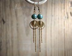 Boucles d'oreilles bronze, perles en céramique bleu de Prusse