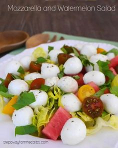 This mozzarella and watermelon salad also includes tomatoes and basil! A colorful and refreshing low carb recipe the summer. Watermelon Cocktail, Eating Watermelon, Watermelon Salad, Low Carb Summer Recipes, Low Carb Recipes, Yummy Recipes, Low Carb Side Dishes, Side Dish Recipes, Low Carb Blog