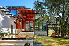 Eco-Friendly Family Home Under the Texan Sun: Green Lantern Residence