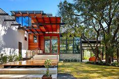 Eco-Friendly Family Home Under the #Texan Sun: #Green #Lantern #Residence - #InteriorDesign #DesignHomes #HouseDecorations #ModernInteriors #walldecoration #decorationhouse #homesdecoration