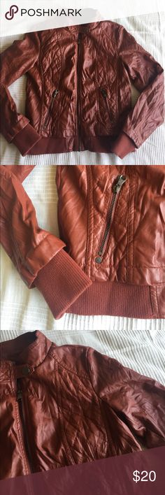 Ci Sono Faux Leather Bomber Jacket in Rusty Orange Great used condition! Only signs of wear are the wrinkles and small spot on shoulder shown in pic. Rusty orange. Juniors L or women's M. Fully lined, zip pockets. Jackets & Coats