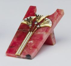 Fabergé pen rest, c. 1908. Rhodonite, gold, enamel, rose diamonds. In the Royal Collection by 1953. This elaborately decorated pen rest is one of a small group of pieces in the Royal Collection in the art nouveau style.