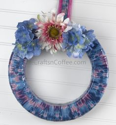 DIY a duct tape wreath? Oh, yes you can! | Crafts 'n Coffee