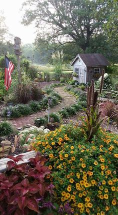 Cozy And Relaxing Country Garden Decoration Ideas You Will Totally Love 24 - Garden Care, Garden Design and Gardening Supplies Garden Cottage, Farmhouse Garden, The Ranch, Dream Garden, Big Garden, Lawn And Garden, Shade Garden, Garden Planning, Garden Paths