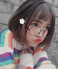 Read Meninas coreanas 💋 from the story Photos by AnEvilGirl (♧Maria♧) with 131 reads. Ulzzang Korean Girl, Cute Korean Girl, Cute Asian Girls, Cute Girls, Mode Kawaii, Kawaii Girl, Jung So Min, Uzzlang Girl, Girl Short Hair