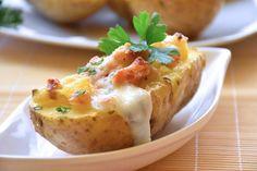 Le barchette di patate ripiene sono un antipasto originale, ricco di sapore e bellissimo da portare a tavola. Ecco la ricetta ed alcuni consigli