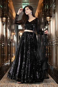 Party Wear Indian Dresses, Indian Fashion Dresses, Designer Party Wear Dresses, Indian Bridal Outfits, Indian Gowns Dresses, Party Wear Lehenga, Dress Indian Style, Indian Designer Outfits, Indian Dresses For Wedding