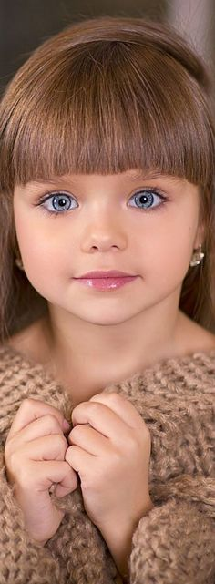 38 Super ideas for baby face cute beautiful eyes Beautiful Little Girls, Beautiful Children, Beautiful Babies, Pretty Eyes, Cool Eyes, Beautiful Eyes, Cute Kids, Cute Babies, Baby Faces