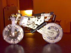 moto modellino statico immaginata e costruita riciclando vecchio videoregistratore