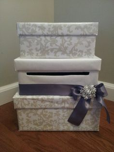 Beautiful wedding cardbox available at http://www.facebook.com/pages/Wedding-Chic/131966786957116?ref=hl