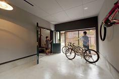 この写真「楽しい家-CASA FELIZ-」はfeve casa の参加工務店「礒山 哲也/株式会社じょぶ」により登録された住宅デザインです。「楽しい家-CASA FELIZ-」写真です。「ガレージハウス 」カテゴリーに投稿されています。