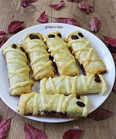"""Prajitura """"O noapte la Venetia"""" - Lecturi si Arome Best Pastry Recipe, Pastry Recipes, Cooking Recipes, Croissant, Hot Dog Buns, Cake Decorating, Deserts, Food And Drink, Keto"""