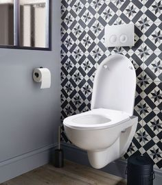 Thrill Your Site visitors with These 14 Adorable Half-Bathroom Layouts Tile Tub Surround, Bathroom Makeover, Bathroom Wall Tile, Wc Design, Gothic Home Decor, Bathroom Renovations, Bathroom Decor, Bathroom Shower Design, Small Bathroom Makeover