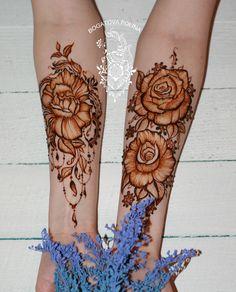 Pinterest // @alexandrahuffy ☼ ☾ Pretty Henna Designs, Floral Henna Designs, Mehndi Designs Book, Wedding Mehndi Designs, Mehndi Tattoo, Henna Tattoo Designs, Henna Mehndi, Rose Henna, Palm Mehndi Design