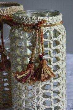 Afbeeldingsresultaat voor como hacer un portavelas a crochet Mason Jar Crafts, Mason Jars, Crochet Kitchen, Altered Bottles, Bottles And Jars, Beautiful Crochet, Kawaii, Doilies, Plant Hanger