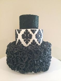 Cake by Christine Moy using our Damask Pattern Silicone Onlay
