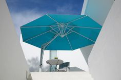 What a cool umbrella by Caravita! http://www.ultraoutdoors.com/photos/shade-products/page/2