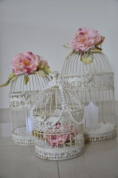 The Christening Directory: Vintage Elegance – Birds, Cages &.-The Christening Directory: Vintage Elegance – Birds, Cages & Flowers – Decorationn The Christening Directory: Vintage Elegance – Birds, Cages & Flowers – - Decoration Buffet, Hanging Bird Cage, Bird Cage Centerpiece, Ideias Diy, Deco Floral, Diy Décoration, Vintage Birds, Vintage Flowers, Pearl Flower