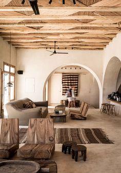 scorpios_mykonos_house_interior (592×852)
