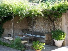Garden seating pergola vines 35 ideas for 2019 Outdoor Rooms, Outdoor Living, Outdoor Decor, Outdoor Retreat, Small Gardens, Outdoor Gardens, Ideas Para Decorar Jardines, Garden Seating, Outdoor Settings